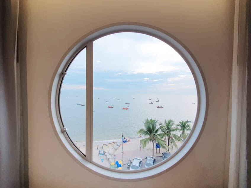 Marina Seaview ที่พักบางแสน ชลบุรี สไตล์มินิมอล