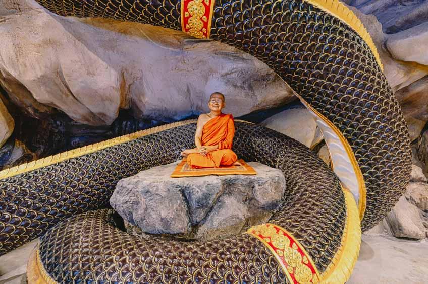 ที่เที่ยวชลบุรี 2021 วัดหลวงพี่แซม พนัสนิคม ถ้ำลอดมหาจักรพรรดิ์