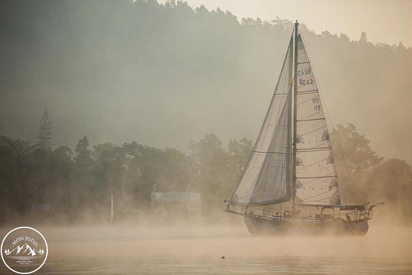 ที่เที่ยวถ่ายรูปสวย ม่อนจ๊อด แม่ริม เชียงใหม่ เรือใบ ทะเลสาบ ที่เที่ยวสวย