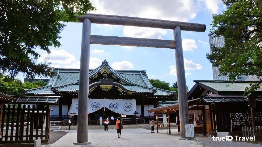เสาโทริอิ ศาลเจ้ายาสุกุนิ Yasukuni Shrine ญี่ปุ่น