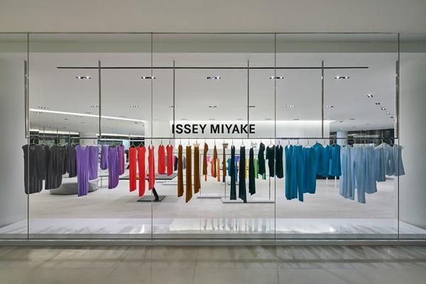 เปิดแล้ว! ISSEY MIYAKE กับช็อปใหม่สุดหรูแห่งแรกในไทย ที่สยามดิสคัฟเวอรี่