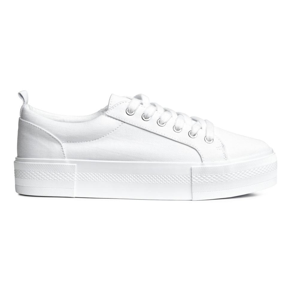 9 รองเท้าผ้าใบสีขาว จากแบรนด์เสื้อผ้า สวย เท่ ไม่แพ้แบรนด์รองเท้า!