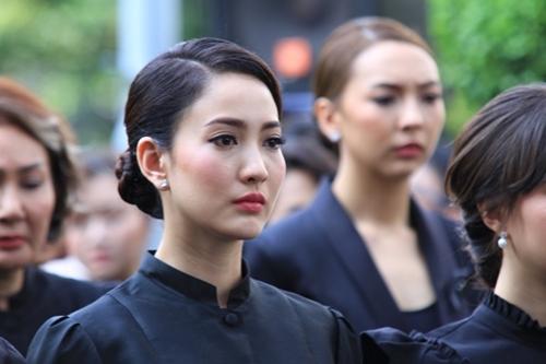 รวมดาราหญิงใส่ ชุดไทยจิตรลดาสีดำ สวยสง่า สุภาพ เรียบร้อย