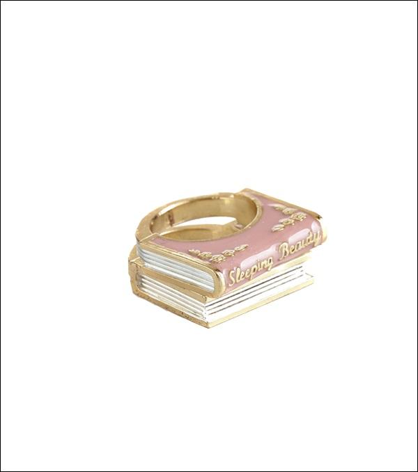 แอคเซสซอรี่จากเรื่องราวความรักหลากหลายรสชาติ โดย Charming Realism