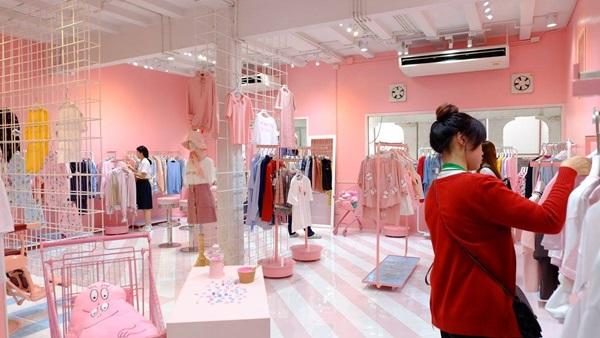 รวม 6 Fashion Café ร้านเสื้อผ้าแฟชั่นสุดมุ้งมิ้ง ช้อปเพลินๆ แถมนั่งชิลๆ!