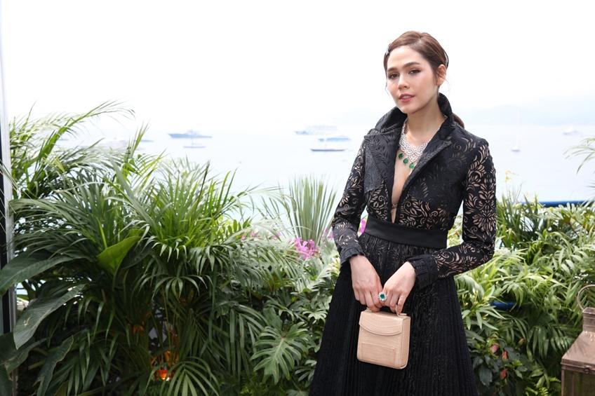 ตามรอย ชมพู่ อารยา ถือกระเป๋า PELLEVAH แบรนด์เครื่องหนังสุดหรูสัญชาติไทยไปอวดโฉมที่คานส์!