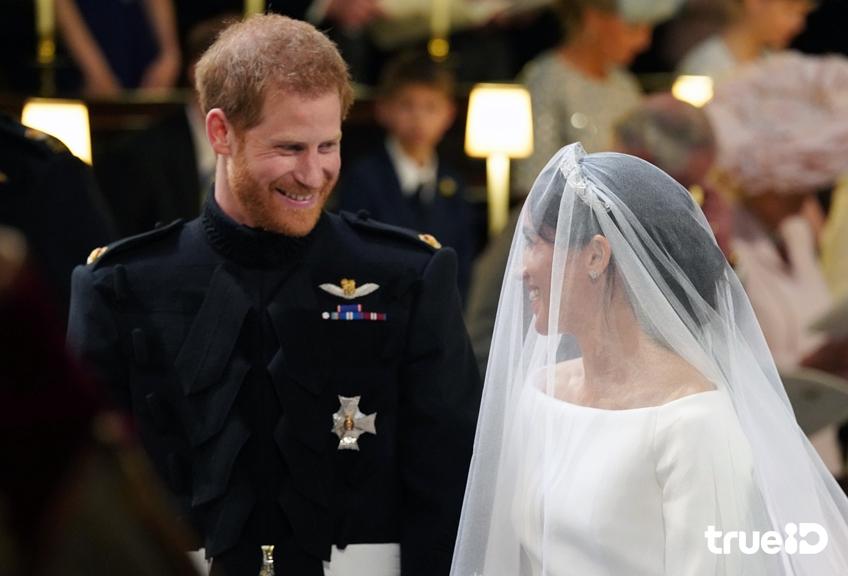 สง่างาม! เมแกน มาร์เคิล กับชุดเจ้าสาวสุดเรียบหรู ในพิธีเสกสมรสกับ เจ้าชายแฮร์รี่