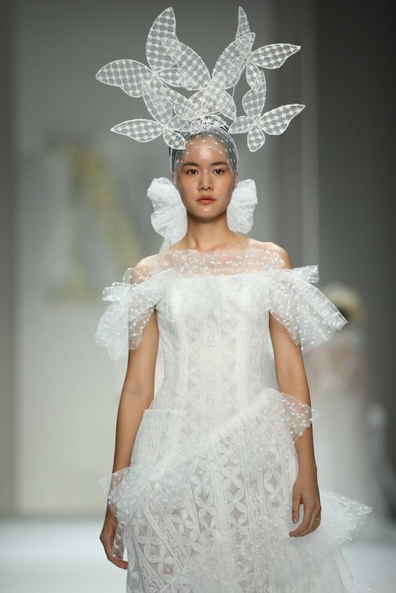 มิลเลอร์ มิลเลอร์ อวดคอลเลกชั่น The Season of Love  ชุดเจ้าสาวยุคใหม่ในงาน ELLE Fashion Week 2018