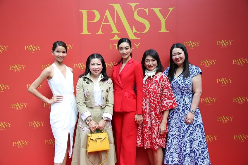 แป้งแพนซี่ (Pansy) ไอเท็มบิวตี้ตัวแรก จากแบรนด์ แพนซี่ ของสาวสวย แพนเค้ก เขมนิจ
