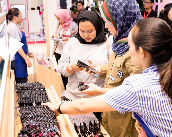 พาทัวร์ BeautyFest Asia 2019 บิวตี้เฟสติวัลที่ใหญ่ที่สุดในอาเซียน! และ Exclusive Talk กับ Manny Mua บล็อกเกอร์ชื่อดัง!