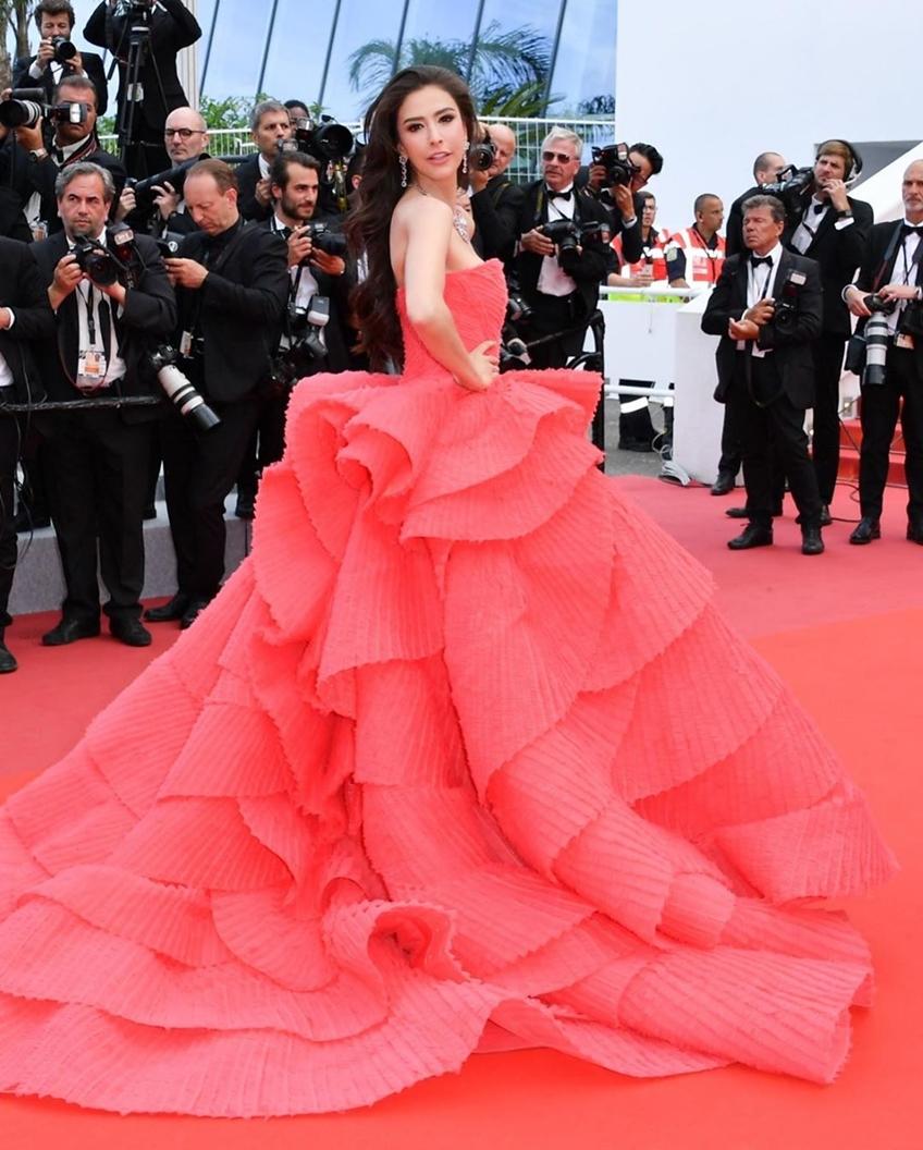 Red on Red! ศรีริต้า เจนเซ่น ในเดรสสีแดงสุดอลัง บนพรมแดงคานส์ กับฐานะแขกคนพิเศษของ Dior Cosmetics