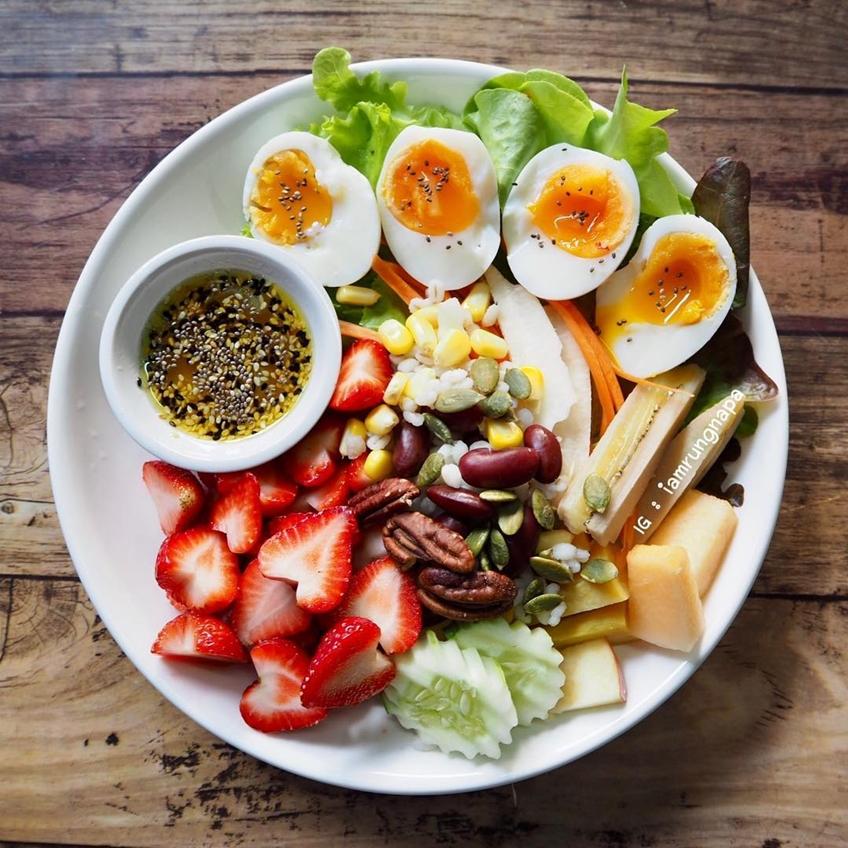 ไอเดียอาหารคลีน :สลัดผัก ผลไม้ ไข่ต้ม