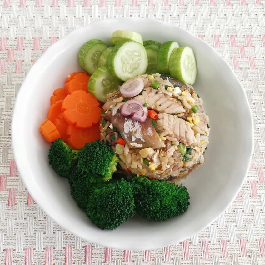อาหารลดน้ำหนัก : ข้าวผัดยำปลาทู