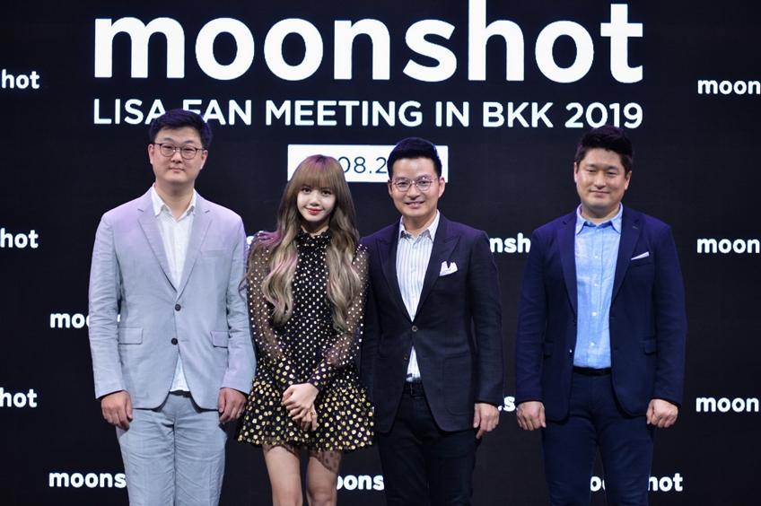 moonshot ทำบลิ๊งค์ไทยสุดฟิน พาลิซ่า BLACKPINK จัดแฟนมีต พร้อมเผย 3 ไอเท็มที่สาวไทยต้องซื้อตามด่วน!