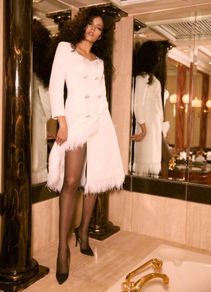 'ลา บูทีคส์' ร่วมกับเหล่าสาวงามจากมิสยูนิเวิร์สไทยแลนด์อวดโฉมชุดสวย ในคอลเลคชั่นล่าสุดที่ชื่อว่า 'เดอะ จีเวล'