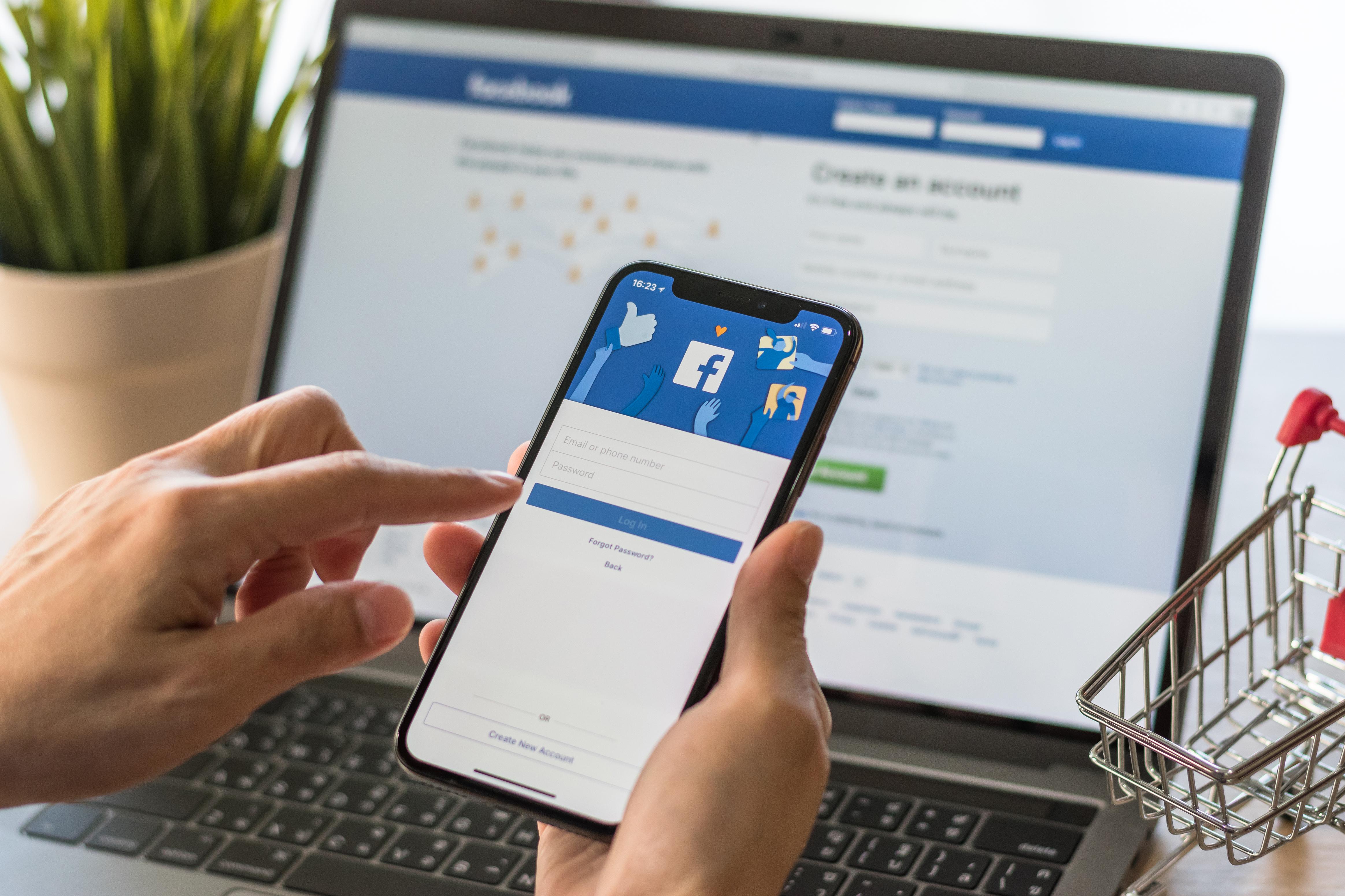 เช็คด่วน 5 สัญญาณเตือน ที่บ่งบอกว่าคุณเป็น โรคซึมเศร้าจากเฟซบุ๊ก