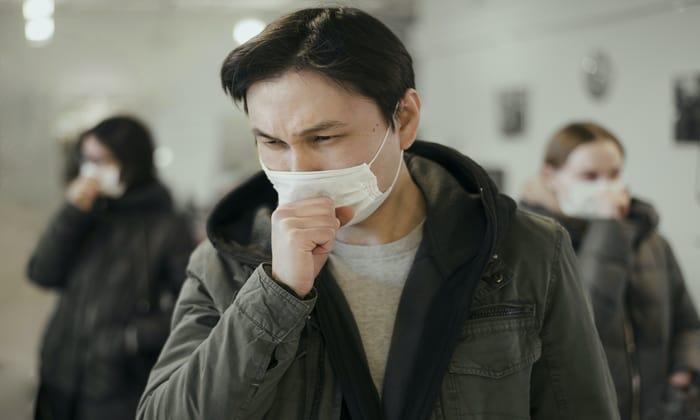 เช็กอาการป่วย เจ็บคอ ไอแห้ง ๆ ป่วยธรรมดา หรือเป็น COVID-19