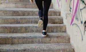 วิ่งขึ้นลงบันได เทรนการวิ่งแบบใหม่ที่ช่วยเพิ่มความเร็วและพลังในการวิ่ง