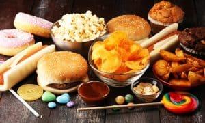 อาหารที่ทำให้แก่ก่อนวัย อาหารประเภทใดบ้างที่ควรหลีกเลี่ยง